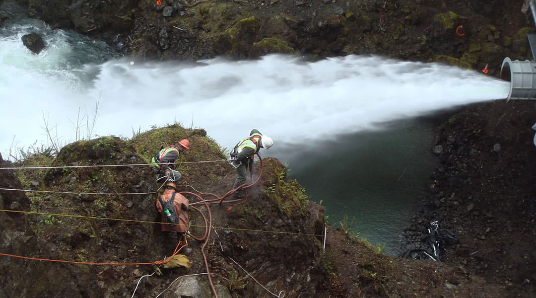 McCallum Team Working at Lake Cushman Dam